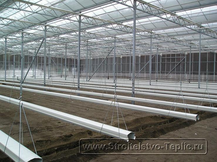 0029 Монтаж подвесных лотков для выращивания томатов в промышленной теплице