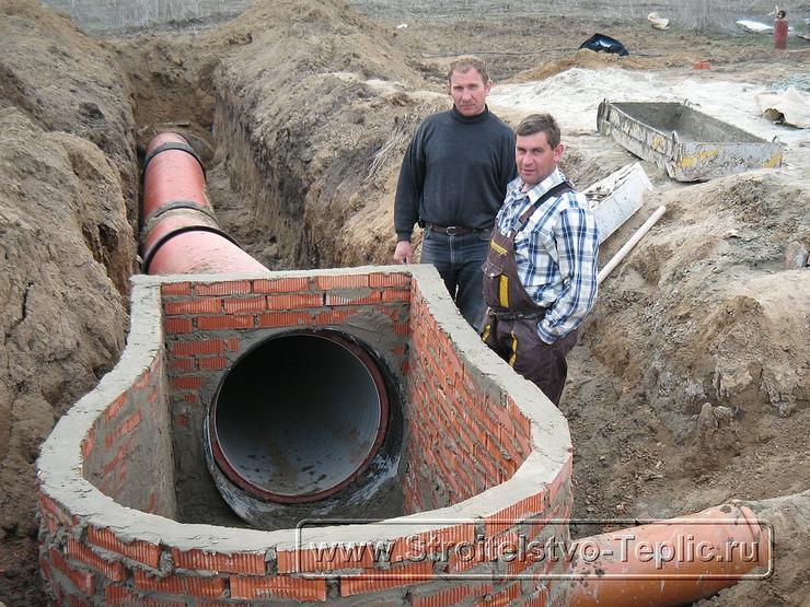 0047 Монтаж системы внутренних водостоков и канализации выполненный при строительстве промышленной теплицы