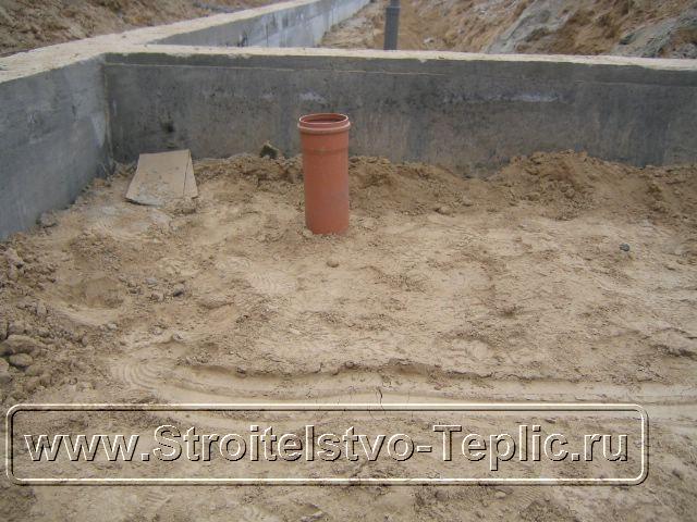 0049 Монтаж системы внутренних водостоков и канализации выполненный при строительстве промышленной теплицы закончен