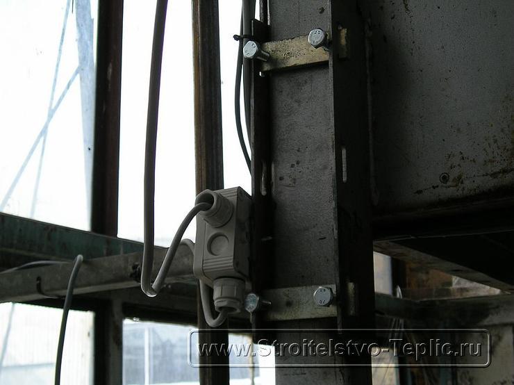 монтаж системы электродосвечивания промышленной теплицы